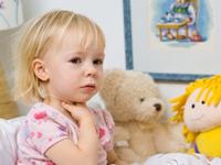 чем лучше лечить горло ребенку