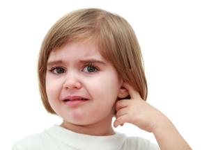 что делать, если у ребенка чешется ухо внутри