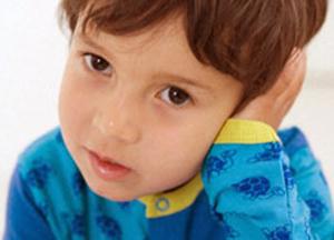 почему стреляет в ухе у ребенка