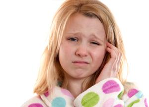 по каким причинам болит внутри уха