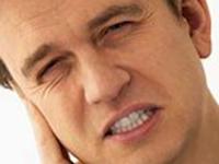 болит внутри уха
