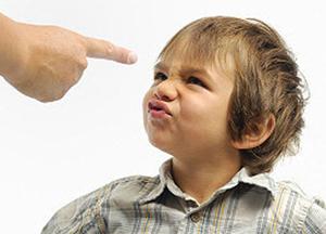 как можно заставить ребенка высморкаться
