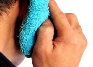 лечебный компресс на ухо с камфорным маслом