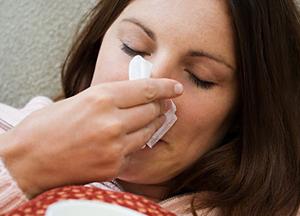 как лечиться, если закладывает уши при насморке