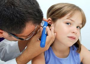 что делать если болит ухо у ребенка