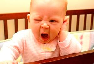 Почему у детей болят уши