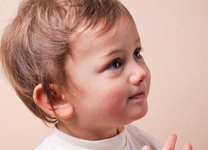 как закапать борный спирт  в ухо ребенку