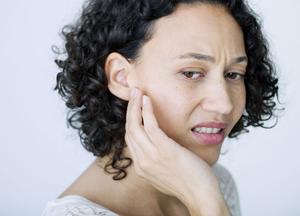 какое лечение начинать, если текут уши