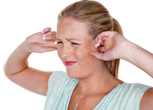 основные причины заложенного уха