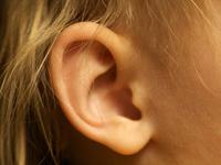 причины заложенного уха