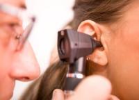 течет из уха чем лечить