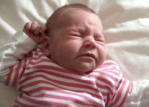что делать, когда новорожденный чихает