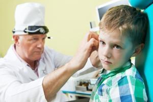 как лечить больное ухо у детей