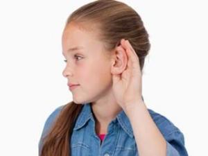 ухо плохо слышит но не болит