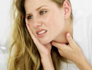 боль в горле отдает в ухо лечение
